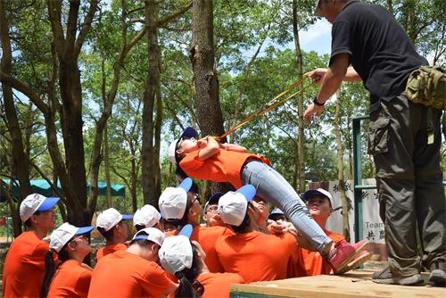 珠海非凡拓展培训机构项目:信任